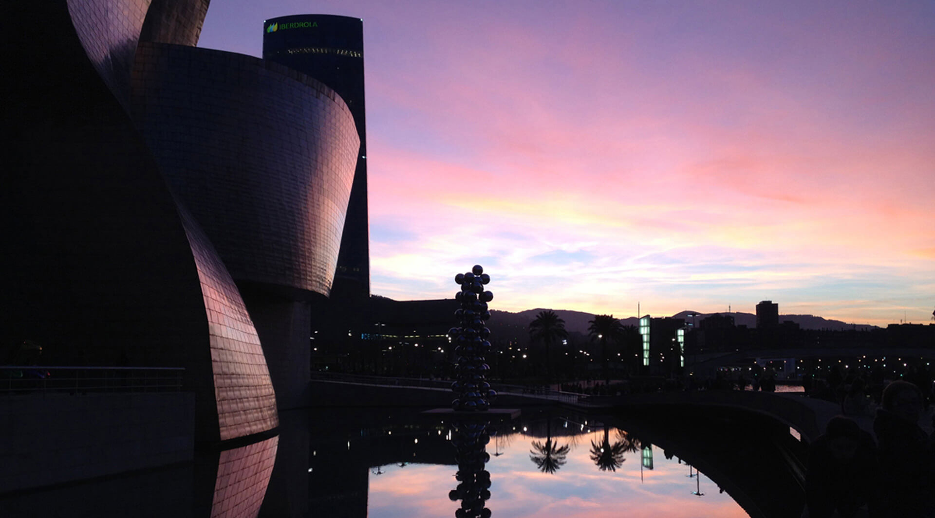 Reflections, light and the Bilbao effect. A trip to merge art and architecture.